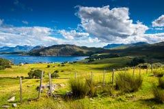 Avlägsen skotsk kust- by Royaltyfri Bild