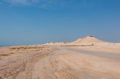 Avlägsen tom sand fyllde öknen i Zekreet- qatarisk mellersta öst Arkivfoto