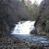 avlägsen vattenfall Arkivfoton