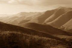 avlägsna berg Arkivfoton