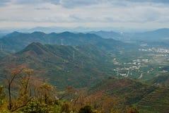avlägsna berg för höst Royaltyfri Fotografi