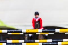 Avlägsna Rider Horse Focus Poles Arkivfoto
