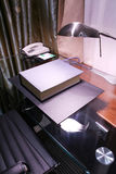avläsning för skrivbordhotelllampa Royaltyfri Bild