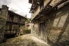 Avla den medeltida byn Royaltyfria Bilder