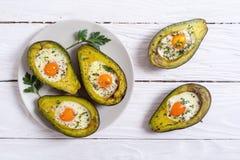 Avocado al forno con le uova immagini stock