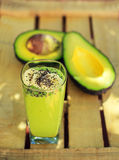 Avocado, Banane und chia Smoothie Stockfotos