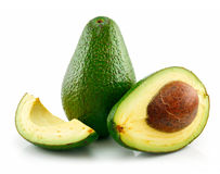 avocado biel odosobniony dojrzały pokrojony zdjęcie stock