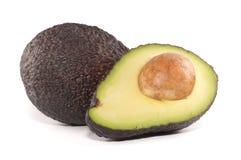 Avocado die in de helft wordt gesneden Royalty-vrije Stock Afbeeldingen