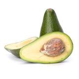 Avocado die op witte achtergrond wordt geïsoleerdn Stock Afbeeldingen