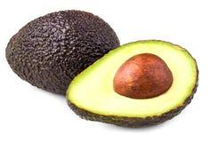 Avocado getrennt auf weißem Hintergrund Schwarzer Avocado Haas-Abschluss u lizenzfreies stockbild