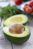 Avocado halb stockfotografie