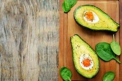 Avocado met ei wordt gebakken dat Stock Afbeeldingen