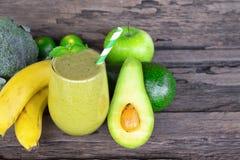 Avocado met van het de appel smoothies kleurrijke vruchtensap van de banaanmengeling van het de milkshakemengsel de drank gezonde royalty-vrije stock foto's