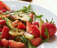 Avocado mit Erdbeeren Stockfotos