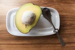 Avocado na talerzach Zdjęcia Royalty Free