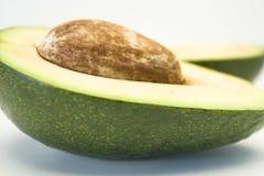 Avocado op witte achtergrond Royalty-vrije Stock Foto's