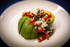 Avocado Pico De Gallo Salsa sałatka z gorącym kumberlandem kropiącym z serem obraz stock
