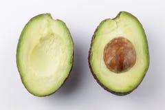 Avocado połówki na białym tle obrazy royalty free