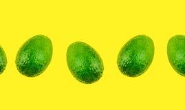 Avocado su fondo giallo isolato E immagini stock libere da diritti