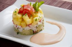 Avocado-und Ananas-Salat Stockfoto