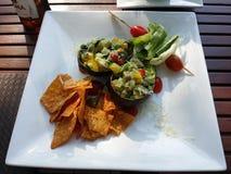 Avocado und Chips Lizenzfreies Stockbild