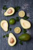 Avocado und Kalk Stockfotos