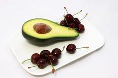 Avocado und Kirsche Lizenzfreies Stockbild