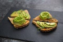 Avocadoontbijt op toost Royalty-vrije Stock Fotografie