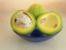 Avocados i przekrój poprzeczny W naczyniu, Cały fotografia stock