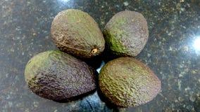 Avocados na czarnym tle fotografia stock