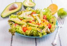 Avocadosalade met graan Stock Foto's
