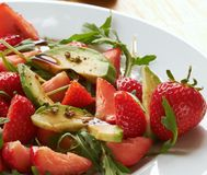 Avocat avec des fraises Photos stock