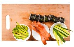 Avocat, concombre, poissons et petits pains frais Image libre de droits