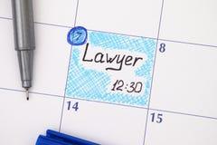 Avocat de rappel dans le calendrier avec le stylo Images stock