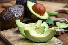 Avocat sain organique mûr de hass, nouvelle récolte images stock