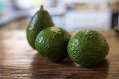 Avocat savoureux, nourriture tropicale crue Images stock