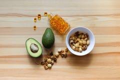 Avocats, écrous, complexe omega-3 Photo libre de droits