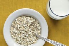 Avoine-s'écaille avec du lait Image libre de droits