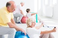 Avoir bonne grâce d'humeur aux exercices physiques Images stock