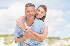 avoir heureux d'amusement de couples ensemble Image libre de droits