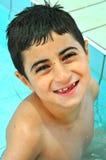 Avoir l'amusement dans la piscine Photo stock