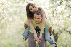 Avoir l'amusement dans le jardin Photographie stock libre de droits