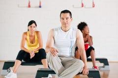 Avoir la rupture de la formation de gymnastique Photos libres de droits