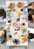 Avoir le thé avec le dessert Photo libre de droits