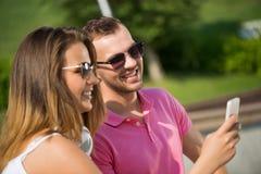 Avoir le week-end dans le parc d'été Images libres de droits