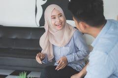 Avoir un bon entretien dans le café Photo libre de droits