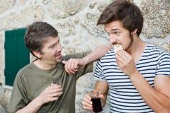 Avoir une boisson Photographie stock libre de droits
