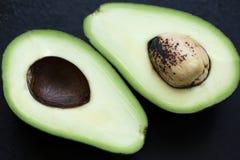 Avokado i ett snitt Royaltyfri Foto