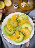 Avokado- och apelsinsallad Royaltyfri Foto