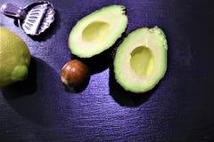 Avokado och citron royaltyfri fotografi